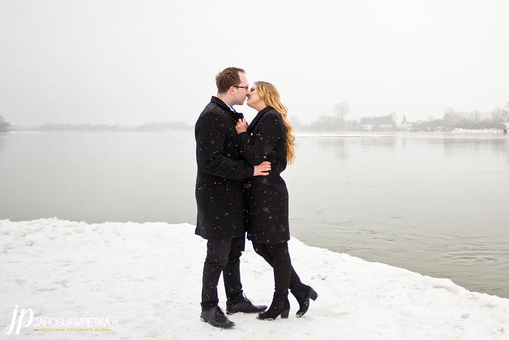 zimowa sesja narzeczeńska_sesja narzeczeńska Justyna i Maciek_fotograf Jarosław Piętka