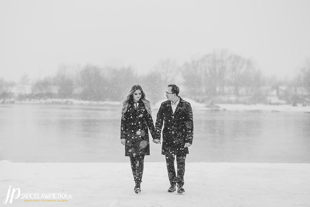 zimowa sesja narzeczeńska_fotograf Jarosłąw Piętka