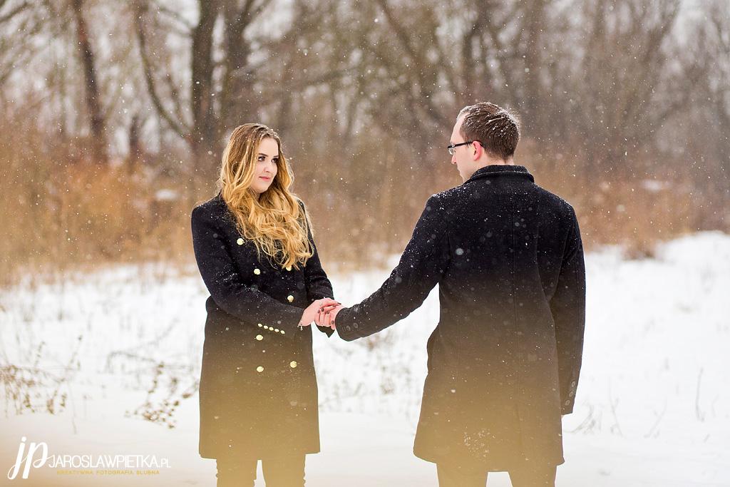 zimowa sesja narzeczeńska_fotograf na wesele i plener Jarosław Piętka