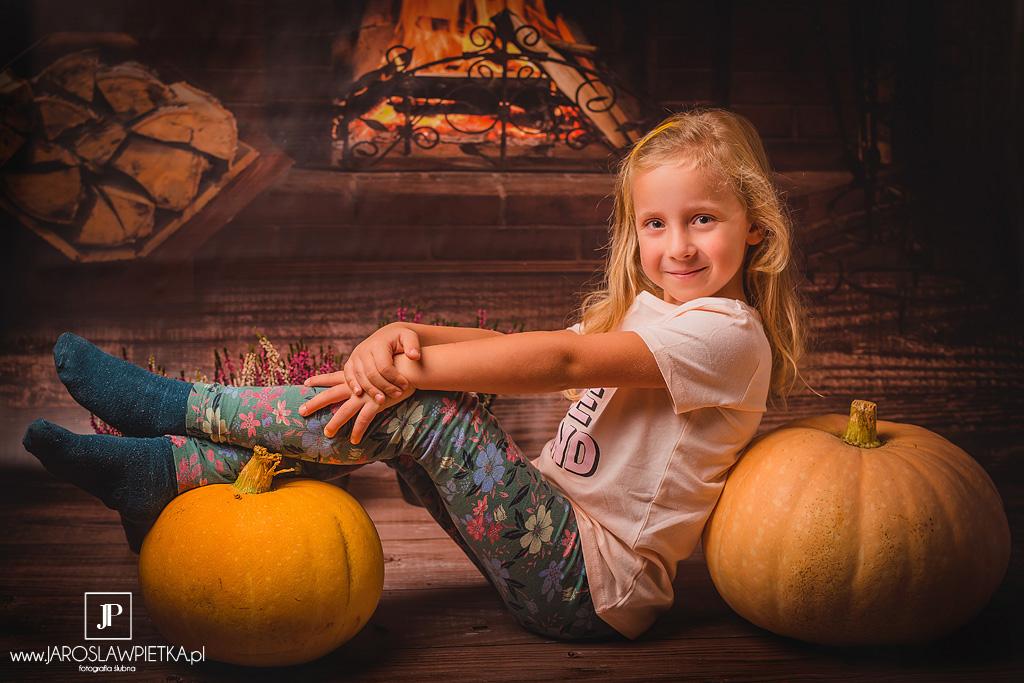 sesja fotograficzna dziecka jesień